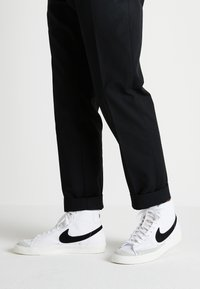 Nike Sportswear - BLAZER MID '77 - Sneakers high - white/black - 0