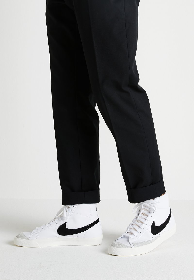 Nike Sportswear - BLAZER MID '77 - Sneakers high - white/black