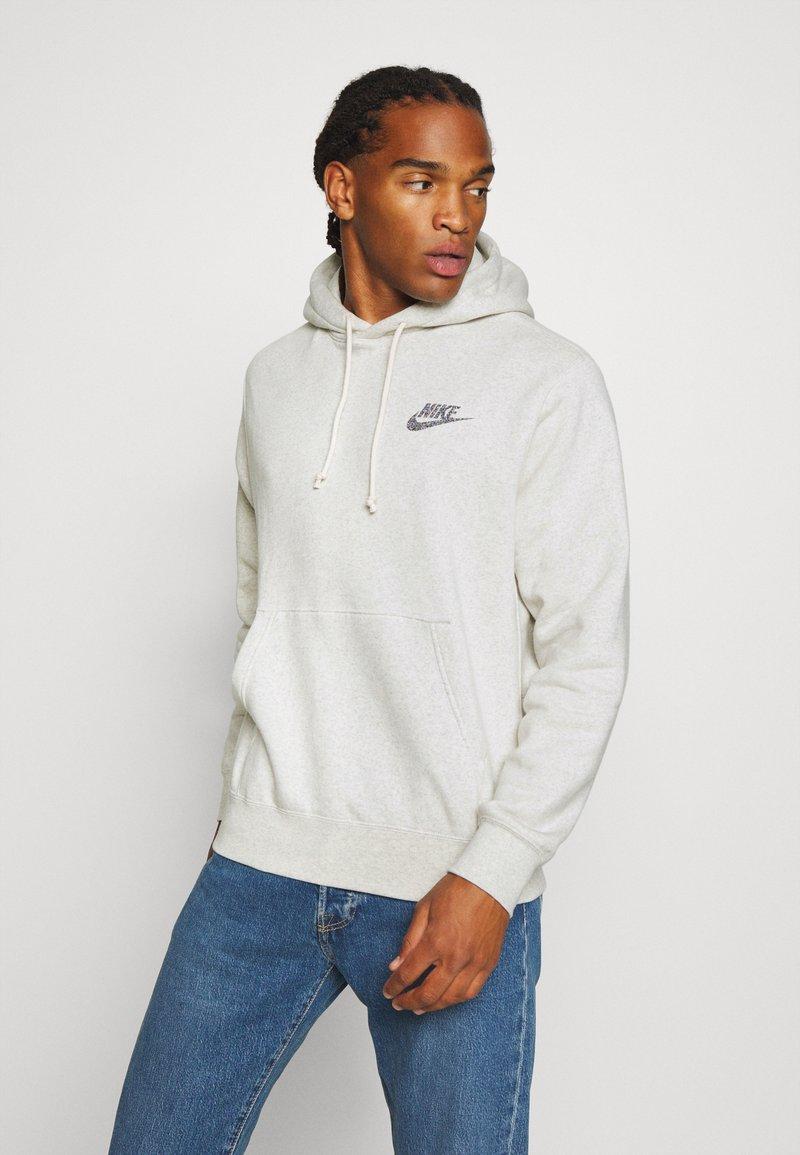 Nike Sportswear - HOODIE - Luvtröja - multi-color/white
