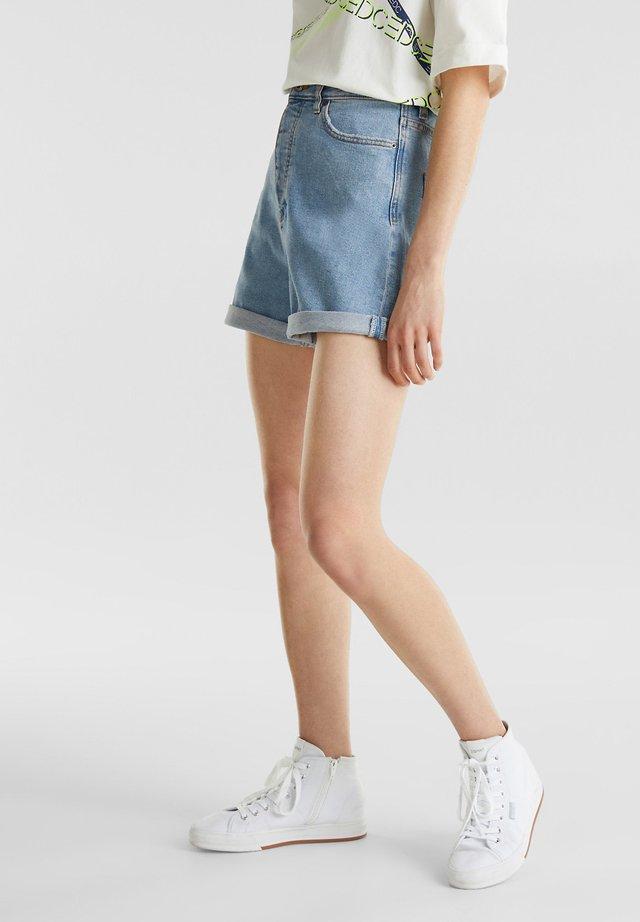 HIGH-RISE-SHORTS AUS HELLEM DENIM - Jeans Short / cowboy shorts - blue light washed