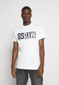 G-Star - GS RAW DENIM LOGO + ROUND SHORT SLEEVE - Print T-shirt - compact jersey o peach - milk - 0