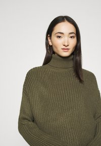 Even&Odd - BASIC- Roll neck- long line - Jersey de punto - khaki - 4