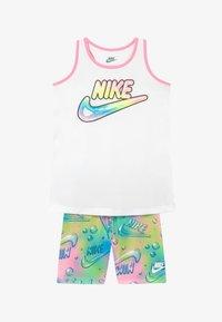 Nike Sportswear - BUBBLE BIKE SHORT SET - Medias - pink - 3