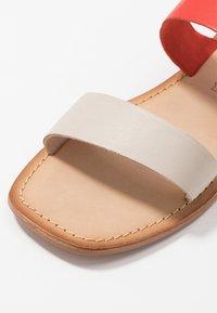 Vero Moda - VMSILLO  - Sandals - aurora red - 2