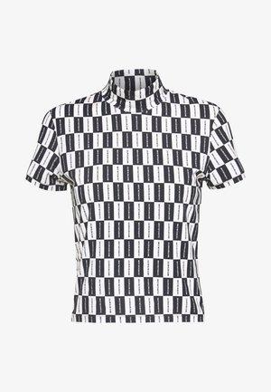 CHECKERBOARD MOCK NECK TEE - T-shirt print - black