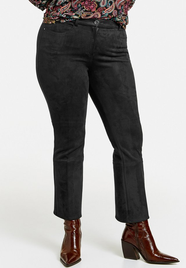 MIT VELOURS-TOUCH - Trousers - black