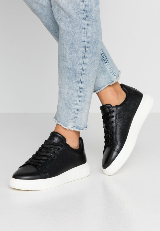BIAKING CLEAN - Sneaker low - black