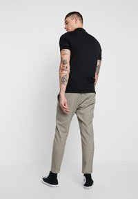 Only & Sons - ONSLINUS CHECK PANT - Trousers - chinchilla - 2