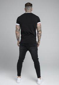 SIKSILK - ROLL SLEEVE TEE - T-shirt basic - black/white - 2