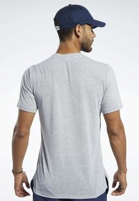Reebok - SPEEDWICK SPORT SHORT SLEEVE GRAPHIC TEE - Camiseta estampada - grey - 2