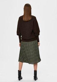 Selected Femme - Sweatshirt - coffee bean - 2