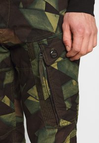 G-Star - ROXIC STRAIGHT TAPERED PANT - Pantalon cargo - olive/brown - 3