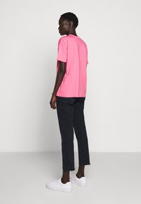BLANCHE - MAIN HOLOGRAM - T-shirt imprimé - think pink - 2