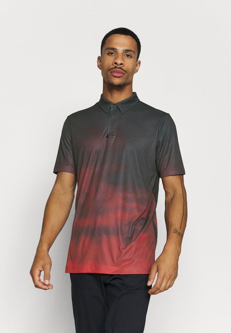Oakley - SUNSET - Polo shirt - smoke poppy red