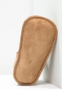 UGG - ERIN - First shoes - chestnut - 4