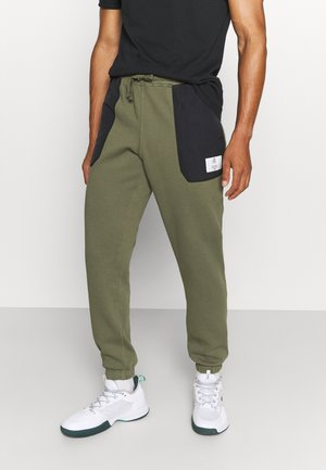PANT - Tracksuit bottoms - ivy green
