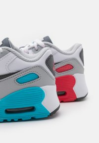 Nike Sportswear - AIR MAX 90 UNISEX - Sneakersy niskie - white/iron grey/chlorine blue - 5
