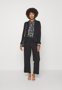 Marc O'Polo - BLOUSE COLLAR LONG SLEEVED PRINTED - Button-down blouse - multi/black - 1