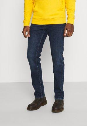 CORE DENTON STRAIGHT  - Straight leg jeans - bridger indigo