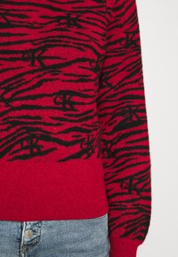 Calvin Klein Jeans - ZEBRA  - Jumper - red hot - 6