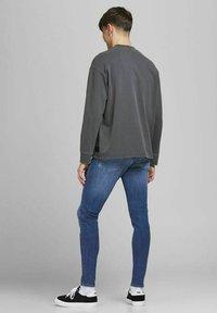 Jack & Jones - Jeans Tapered Fit - blue denim - 2