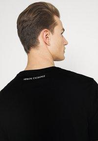 Armani Exchange - Triko spotiskem - black - 4