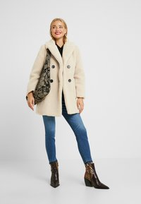 New Look Petite - LEAD IN BORG COAT - Cappotto invernale - cream - 1