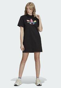 adidas Originals - ORIGINALS ADICOLOR DRESS - Jerseykjoler - black - 1