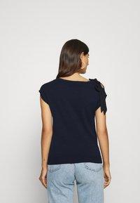 NAF NAF - MARCEAU - Print T-shirt - bleu marine - 2