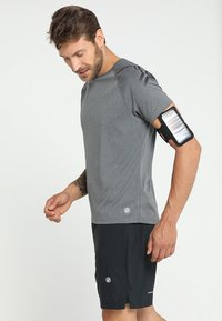 ASICS - ARM POUCH PHONE UNISEX - Annet - performance black - 1