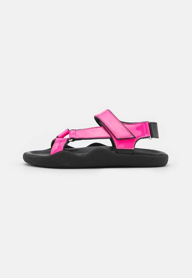 FLAT STRAP - Sandalen - neon pink