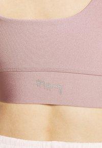 Hey Honey - BUSTIER GLOSSY - Light support sports bra - mauve - 3