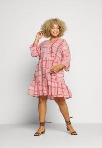 Kaffe Curve - KCPASTI DRESS 3/4 - Denní šaty - high risk red - 1