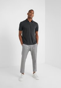 James Perse - REVISED STANDARD - Polo shirt - carbon - 1
