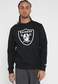New Era - NFL TEAM LOGO OAKLAND RAIDERS - Artykuły klubowe - black - 0