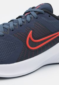 Nike Performance - DOWNSHIFTER 11 - Zapatillas de running neutras - thunder blue/chile red/pure platinum/off noir/white - 5