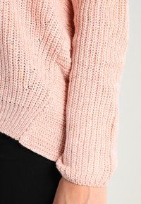 ONLY - ONLPEYTON LACE UP - Strickpullover - rose dawn/w. white melange - 4