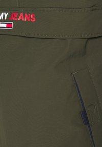 Tommy Jeans - SOLID POPOVER JACKET UNISEX - Windbreaker - dark olive - 5