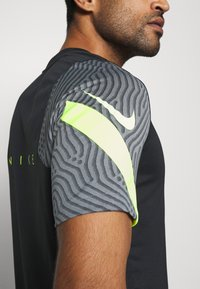 Nike Performance - DRY STRIKE - Print T-shirt - black/smoke grey/black/volt - 4