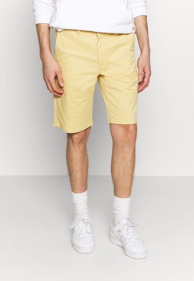 TEXAS CHINO - Shorts - mimosa yellow