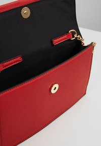 Dorothy Perkins - HANGING CHAIN - Clutches - red - 4