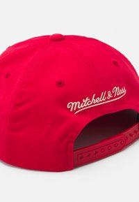 Mitchell & Ness - CHICAGO BULLS VINTAGE HOOP - Casquette - red - 4
