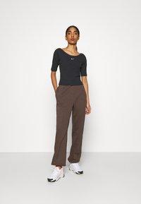 Nike Sportswear - SCOOP - T-Shirt basic - black/white - 1