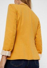 Vero Moda - Blazer - amber gold - 3