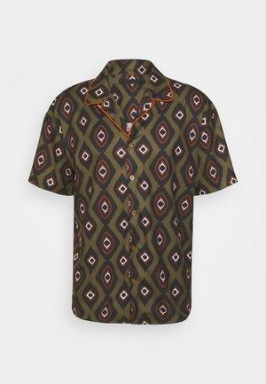 PEACOCK PATTERN REVERE SHIRT - Shirt - dark green