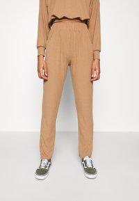 New Look - ELASTIC HEM SET - Sweatshirt - camel - 4