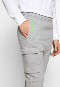 Nike Sportswear - PANT CARGO - Verryttelyhousut - grey heather - 3