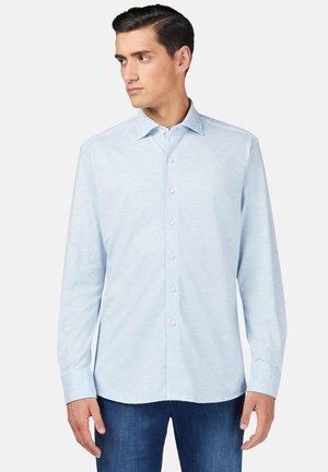 REGULAR FIT - Overhemd - light blue