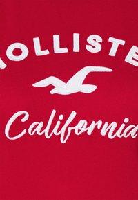 Hollister Co. - TECH CORE - Print T-shirt - red - 4