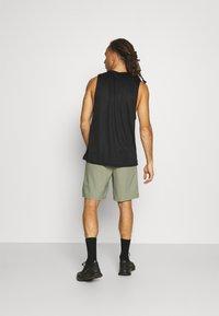 Nike Performance - FLEX VENT MAX SHORT - Pantaloncini sportivi - light army/black - 2